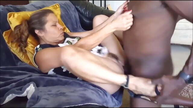 MATURE WIFE.. mature hd videos glory hole
